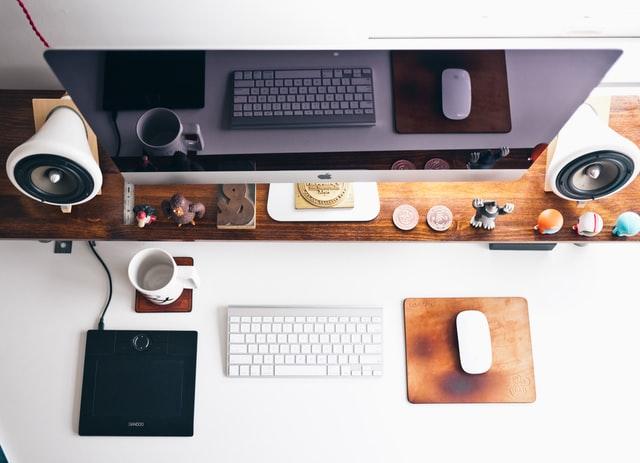komputer miejsce pracy marketing